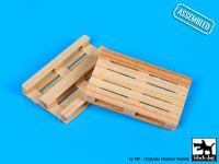 W48001 1/48 Wooden palets 2pcs Blackdog