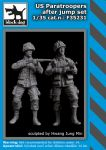 F35231 1/35 US paratroopers after jump set