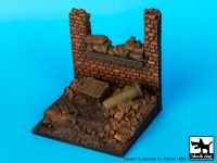 D35014 1/35 Wall with sand bags base Blackdog