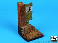 D35029 1/35 Column with door base Blackdog