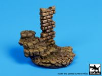 D35038 1/35 Stone stairs with column base Blackdog