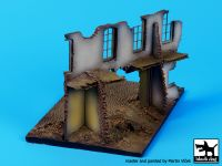 D72014 1/72 Street with house ruin base Blackdog