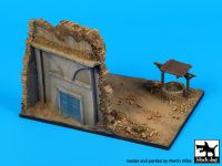 D72054 1/72 House ruin with well base Blackdog