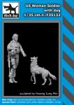 F35132 1/35 US Woman soldier with dog Blackdog
