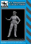 F35167 1/35 N.Y. Policewoman